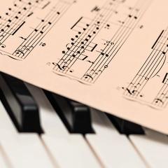 Zongora képeslap