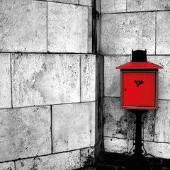 Piros postaláda képeslap