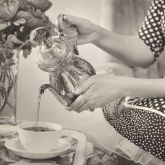 """Tee trinken"" vintage Foto Postkarte"