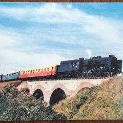 Gőzmozdony a viadukton - képeslap